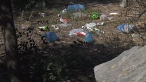 Σκουπίδια κάτω από την Ακρόπολη