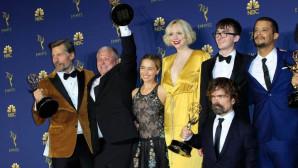 Οι πρωταγωνιστές του Game of Thrones με τα Emmy που απέσπασε η σειρά