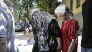 Η 18χρονη με τη μητέρα της οδηγούνται στα δικαστήρια