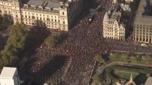 Χάος στους δρόμους του Λονδίνου: Χιλιάδες διαδηλωτές ζητούν νέο δημοψήφισμα