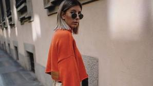 κοπέλα με πουλόβερ