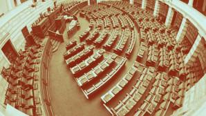 Αδεια έδρανα στη Βουλή