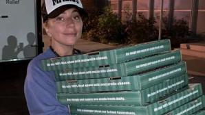 Lady Gaga delivery πίτσα πυρόπληκτους