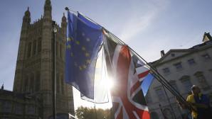 Σημαίες ΕΕ και Βρετανίας