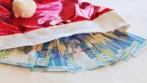 Χριστουγεννιάτικος σκούφος και χρήματα