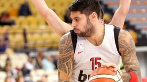 Ο Γιώργος Πρίντεζης παίζει μπάσκετ