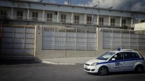 Περιπολικό έξω από τις Φυλακές Κορυδαλλού