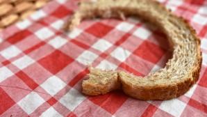 Μισοφαγωμένη φέτα ψωμιού του τοστ