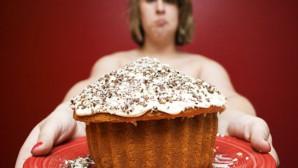 Κοπέλα με κέικ
