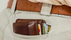 Γεμάτο πορτοφόλι σε τσέπη