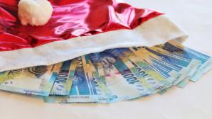 Δώρα Χριστουγέννων και χαρτονομίσματα ευρώ