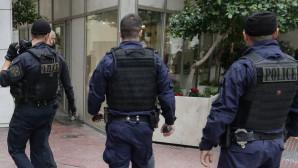 Αστυνομικοί σε επιχείρηση στο κέντρο της Αθήνας