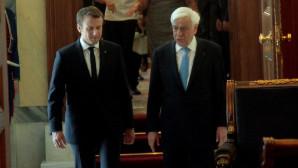 Ο Προκόπης Παυλόπουλος και ο Εμανουέλ Μακρόν στο Προεδρικό Μέγαρο