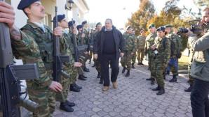 Ο Πάνος Καμμένος επιθεωρεί άγημα στα σύνορα με τα Σκόπια
