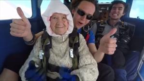 γιαγιά skydive