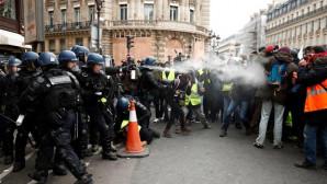 «Κίτρινα Γιλέκα»  διαδηλωτές Παρίσι
