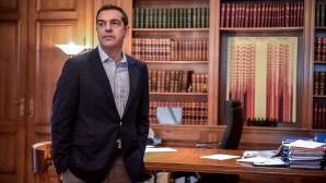 O Αλέξης Τσίπρας στο γραφείο του στο Μέγαρο Μαξίμου