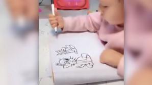Μικρούλα ζωγραφίζει