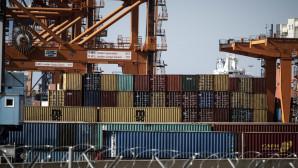 Κοντέινερ στο λιμάνι του Πειραιά