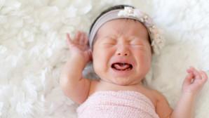 Μωρό κοριτσάκι που κλαίει