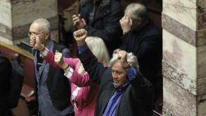 πανηγυρισμοί στη Βουλή