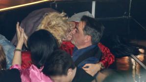 Το «καυτό» φιλί της Έλενας Χριστοπούλου στον Τόλη Κότση