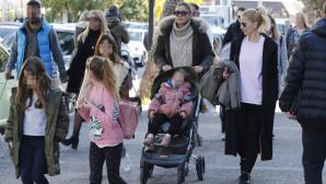 Δέσποινα Καμπούρη: Βόλτα με τις κόρες της στην Γλυφάδα!