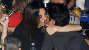 Τριανταφυλλίδου - Βλάχου: Οι αγκαλιές και τα φιλιά σε βραδινή έξοδο