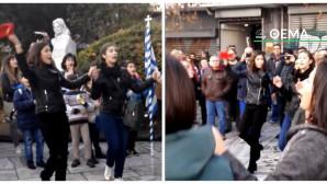 Χόρεψαν το Μακεδονία ξακουστή μπροστά από το άγαλμα της Μερκούρη