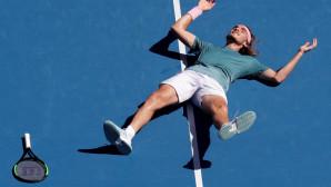 Ο Τσιτσιπάς πανηγυρίζει την πρόκριση στα ημιτελικά του Australian Open