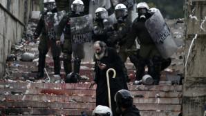 Επεισόδια στο συλλαλητήριο για τη Μακεδονία