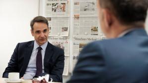 Ο Κυριάκος Μητσοτάκης δίνει συνέντευξη στην εφημερίδα Merkur του Μονάχου