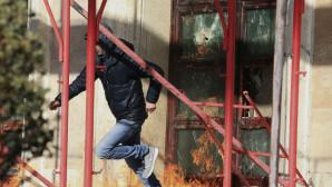 Χάος στα Τίρανα - Δείτε τη στιγμή της απόπειρας εισβολής στο πρωθυπουργικό