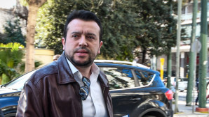 O Νίκος Παππάς στα γραφεία του ΣΥΡΙΖΑ στην Κουμουνδούρου