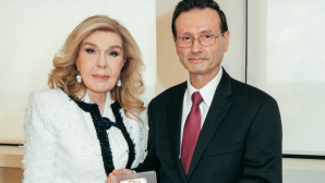H Μαριάννα Β. Βαρδινογιάννη με τον George Sigounas