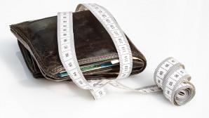 Πορτοφόλι τυλιγμένο με μεζούρα