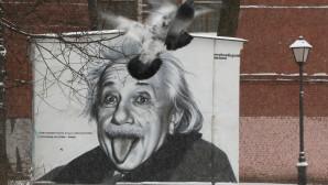 H ιστορία πίσω από τη φωτογραφία του Αϊνστάιν