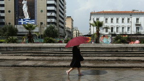 γυναίκα με ομπρέλα