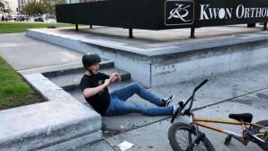 ποδηλάτης τρώει τούμπα