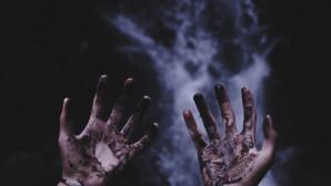 χέρια ματωμένα