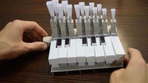 πιάνο φτιαγμένο από χαρτί