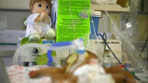 πρόωρο μωράκι στη μονάδα εντατικής θεραπείας
