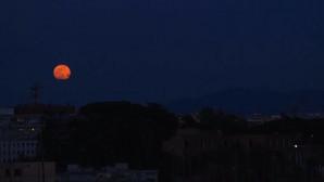H ροζ πανσέληνος φώτισε τον ουρανό της Ρώμης