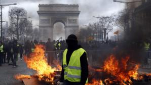 Πεδίο Μάχης Το Παρίσι: Αστυνομικοί Κατά Κίτρινων Γιλέκων!