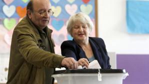 Ζευγάρι ψηφίζει στη Βόρεια Μακεδονία