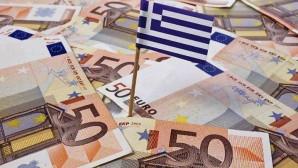 Λεφτά και ελληνική σημαία