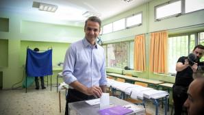 O Κυριάκος Μητσοτάκης ψηφίζει