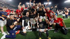 Οι παίκτες της Βαλένθια πανηγυρίζουν την κατάκτηση του Κυπέλλου