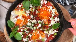 αυγά με ντομάτα και κοφινάκι