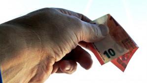 Χέρι με χρήματα